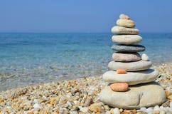Pietre di zen su una spiaggia Immagine Stock