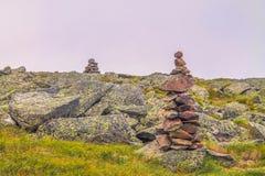 Pietre di zen sulla montagna fotografie stock