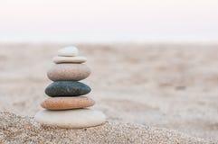 Pietre di zen sulla spiaggia Fotografie Stock Libere da Diritti