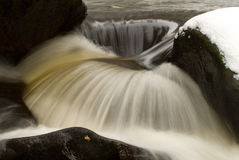 Pietre e fiume immagine stock