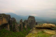 Pietre e montagne di Meteora fotografia stock libera da diritti
