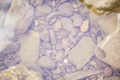 Pietre e superficie dell'acqua Fotografia Stock