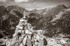 Pietre impilate in montagne Fotografia Stock
