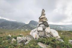 Pietre impilate nella montagna Immagine Stock