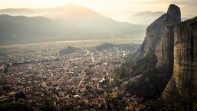 Pietre, montagne e villaggio immagine stock libera da diritti
