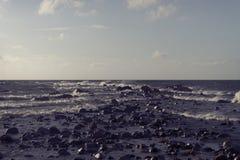 Pietre nel mare in una tempesta Fotografia Stock Libera da Diritti