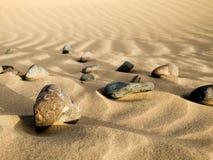 Pietre nella sabbia Immagini Stock Libere da Diritti