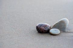 Pietre sulla spiaggia fotografia stock libera da diritti