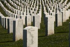 Pietre tombali militari bianche fotografia stock libera da diritti