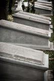 Pietre tombali nel museo molto vecchio Prasasti del cimitero Immagini Stock Libere da Diritti