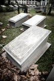 Pietre tombali nel museo molto vecchio Prasasti del cimitero Immagini Stock
