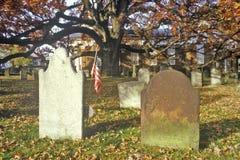 Pietre tombali nell'iarda della chiesa presbiteriana, Ridge prendente il sole, NJ immagine stock