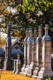 Pietre tombali nella fila sul cimitero di Oakland, Atlanta, U.S.A. Fotografia Stock Libera da Diritti