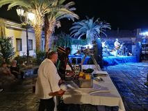 """Pietrelcina – Agrichef Narrante a """"Jazz sotto le stelle"""". Pietrelcina, Benevento, Campania, Italy - July 29, 2018: Live music in a square in the historic Stock Photos"""