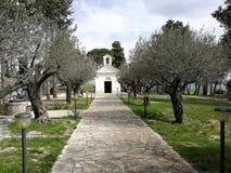 Pietrelcina - Weg van toegang tot de Kerk van San Francesco stock afbeelding