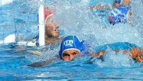 Pietro FIGLIOLI die van Italië (ITA, 4) voor de bal zwemmen Royalty-vrije Stock Foto's