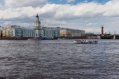 Pietroburgo, fiume di Neva immagini stock libere da diritti