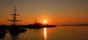 Pietroburgo si incontra il nuovo giorno fotografia stock libera da diritti