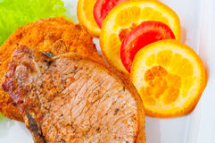 Pieu appétissant avec des légumes images libres de droits