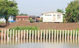 Pieu pour la saleté de remblai de fleuve de protection Image libre de droits