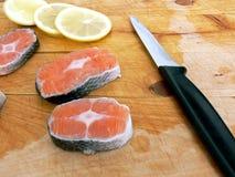 Pieux des saumons à bord Images libres de droits