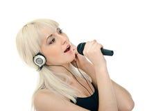 Śpiewa z karaoke Obraz Royalty Free