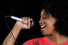 śpiewacka kobieta Zdjęcia Royalty Free