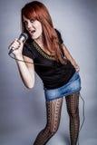 śpiewacka mikrofon kobieta Zdjęcie Royalty Free