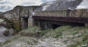 Pieza alemana grande de la pared atlántica, Bretaña, Francia de la arcón foto de archivo libre de regalías