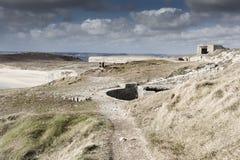 Pieza alemana grande de la pared atlántica, Bretaña, Francia de la arcón imagen de archivo libre de regalías