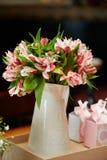Pieza central floral de la boda Fotos de archivo libres de regalías