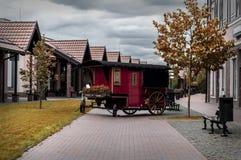 Pieza decorativa de un tren viejo en una calle de la ciudad Imágenes de archivo libres de regalías