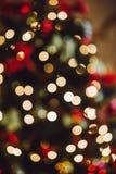 Pieza del árbol de navidad adornado Bokeh Hacia fuera foco Fotos de archivo libres de regalías
