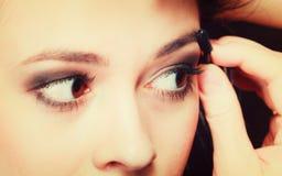 Pieza del primer del detalle del maquillaje del ojo de la cara de la mujer Foto de archivo