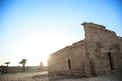 Pieza del templo en la ciudad de los muertos en Egipto imagen de archivo