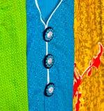 Pieza del vestido femenino con la foto del fondo de los botones Imagen de archivo