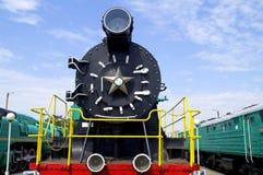 Pieza delantera de la locomotora de vapor que ha sido dejó hacia fuera en los años 20 de 20 siglos Imágenes de archivo libres de regalías