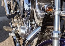 Piezas cromadas de la motocicleta en un día soleado Fotografía de archivo libre de regalías