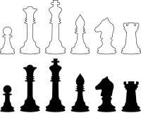 Piezas de ajedrez, contornos blancos y negros. Imagen de archivo