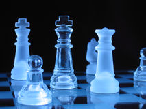 Piezas de ajedrez de cristal Fotografía de archivo libre de regalías