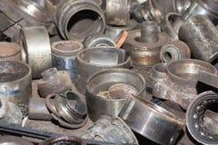 Piezas de automóvil oxidadas inútiles, usadas y otras piezas Imagen de archivo libre de regalías