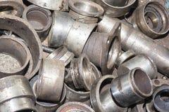 Piezas de automóvil oxidadas inútiles, usadas y otras piezas Fotografía de archivo