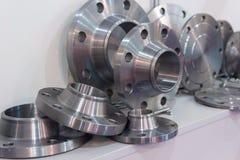 Piezas de metal hechas en un torno imagen de archivo libre de regalías