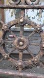 Piezas de una vieja puerta Imagenes de archivo