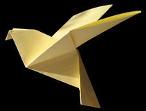 Pigeon jaune d'Origami d'isolement sur le noir Photo libre de droits