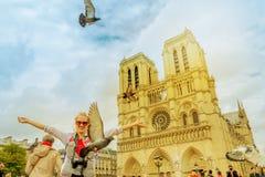 Pigeons chez Notre Dame Photo libre de droits