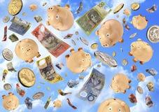 piggy βροχή χρημάτων τραπεζών Στοκ Εικόνες