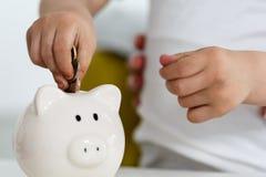 Piggy банк и ребенок Стоковое Изображение RF