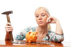 piggy γυναίκα σφυριών τραπεζών Στοκ φωτογραφία με δικαίωμα ελεύθερης χρήσης