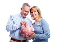 Ζεύγος με τη piggy τράπεζα. Στοκ εικόνες με δικαίωμα ελεύθερης χρήσης